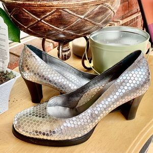 Taryn Rose Silver Embossed Leather Shoes 8.5 M